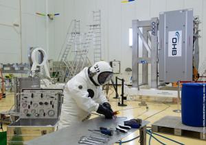 Satellite fuelling (I)